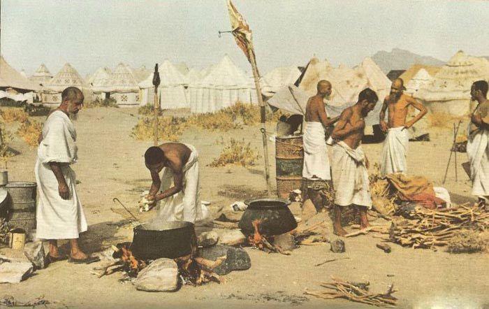 Berkas:تهیه غذا برای حجاج در سال ۱۹۵۳ میلادی.jpg