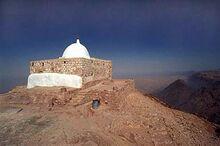 اردن کے مغرب میں کوہ ہور کے اوپر حضرت ہارونؑ سے منسوب مقبرہ