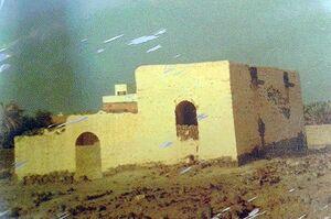 المرقد المنسوب للسيدة نجمة خاتون أم الإمام الرضا(ع)  قبل هدمه وبجواره قبر السيدة حميدة أم الإمام الكاظم(ع)