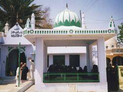 مقبره حزین لاهیجی در بنارس هند.jpg