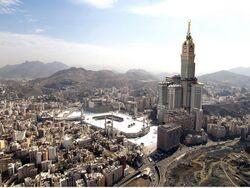 نمایی از شهر مکه و برج ساعت.jpg