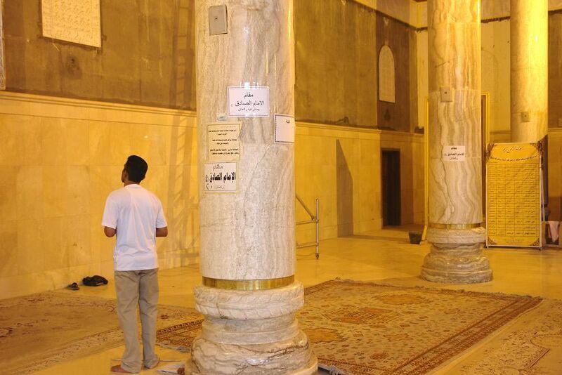 فائل:مقام امام صادق در مسجد کوفه.jpg